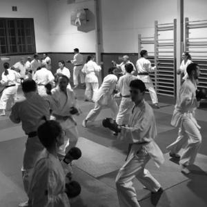Karaté Club Colombes Adultes - combat avec protections