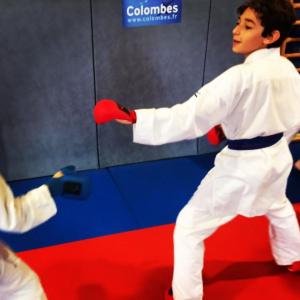 combat de karaté adolescentes