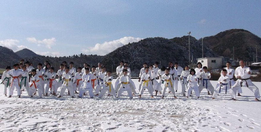 kangeiko enfants sous le neige